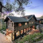 บ้านสวน ออกแบบเป็นบ้านสไตล์รัสติค ตกแต่งด้วยงานไม้ทั้งหลังดูอบอุ่น ท่ามกลางบรรยากาศตามเชิงเขา