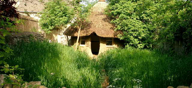 retired-teacher-builds-hobbit-home (12)