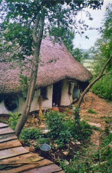 retired-teacher-builds-hobbit-home (2)