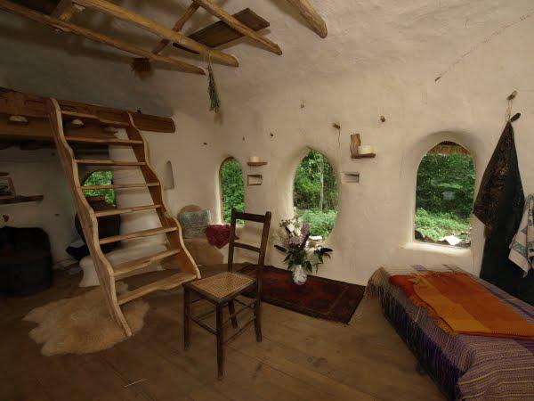 retired-teacher-builds-hobbit-home (3)