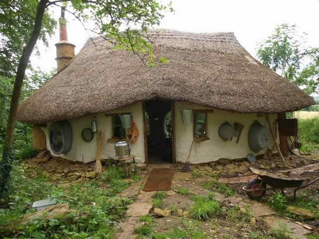retired-teacher-builds-hobbit-home (8)