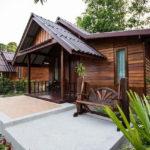 บ้านไม้คอทเทจกลิ่นอายย้อนยุค ขนาดกะทัดรัด เหมาะสร้างเป็นรีสอร์ทหลังเล็ก