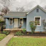 บ้านคอทเทจสีฟ้าพาสเทล ดีไซน์สวยงาม แฝงความน่ารัก 2 ห้องนอนภายใน