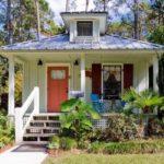 บ้านยกพื้นสไตล์คอทเทจ เรียบง่ายและอบอุ่น ไอเดียสำหรับเกสต์เฮาส์หรือบ้านพักขนาดเล็ก