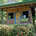 บ้านไม้ยกพื้นหลังน้อยเพื่อการพักผ่อน มาพร้อมสวนข้างบ้าน เติมเต็มความร่มรื่นให้กับชีวิตที่เรียบง่าย