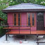 บ้านน็อคดาวน์ทรงปั้นหยาขนาดเล็ก สวยลงตัวในรูปแบบไทยร่วมสมัย ราคาไม่เกิน 200,000 บาท