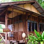กระท่อมไม้สักยกพื้นราคาประหยัด ก่อสร้างด้วยวัสดุหาง่าย สวยงามในรูปแบบไทยล้านนา