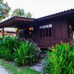 บ้านไม้ชั้นเดียวยกพื้นสูง ตกแต่งสไตล์ไทยโบราณ เสน่ห์ความงดงามแบบดั้งเดิม