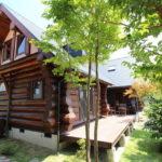 บ้านชั้นครึ่งสไตล์คันทรี่ มีดีที่งานไม้ซุง ภายในอบอุ่นทุกอณูองศา