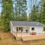 บ้านคอทเทจขนาดเล็ก ตกแต่งด้วยงานไม้ โทนสีขาว 2 ห้องนอน 1 ห้องน้ำ