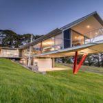 บ้านตากอากาศ ดีไซน์สวยเฉียบ โดดเด่นด้วยโครงสร้างเหล็ก มาพร้อมบรรยากาศกลางเนินเขา