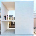 สุดเจ๋ง!! บ้านสีขาวทรงกล่องสี่เหลี่ยมจากญี่ปุ่น ออกแบบแหวกแนว ล้ำสมัย โดดเด่นไม่มีใครเหมือน