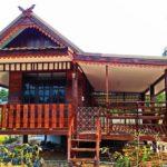 บ้านไม้ยกพื้นสไตล์ไทยล้านนา ดั้งเดิม พอเพียง มีระเบียงนั่งเล่นรับลม งบประมาณเบาๆ 150,000 บาท