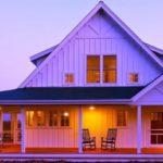 แบบบ้านสองชั้นสไตล์คันทรี่ ตกแต่งด้วยงานไม้แสนอบอุ่น เข้ากับพื้นที่ชนบท