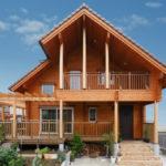 บ้านสองชั้นสไตล์คันทรี ตกแต่งด้วยงานไม้ทั้งหลัง รองรับการพักผ่อนที่อบอุ่น