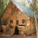 บ้านกระท่อมไม้ บรรยากาศแบบกลางป่า ตกแต่งในสไตล์รัสติค รองรับการใช้ชีวิตที่อิงแอบธรรมชาติ