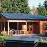 แบบบ้านท้ายสวนหลังน้อย เรียบง่ายใกล้ธรรมชาติ ออกแบบพร้อมชานไม้โล่งกว้าง