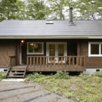 บ้านไม้ท้ายสวน ตกแต่งอบอุ่นทั้งภายในและภายนอก พร้อมพื้นที่พักผ่อนบนชั้นลอย