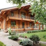 บ้านคันทรี่หลังใหญ่ สไตล์ Log Cabin ตกแต่งภายในด้วยงานไม้ ให้อารมณ์แบบดั้งเดิม รองรับการพักผ่อนแบบเต็มอิ่ม
