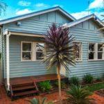 บ้านคอทเทจแสนอบอุ่น โทนสีฟ้าพาสเทล พร้อมสวนหลังบ้านสุดสำราญ