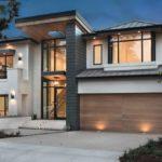 บ้านวิลล่าสองชั้น เล่นระดับสวยงาม ดีไซน์โปร่งโล่ง พร้อมสระว่ายน้ำขนาดเล็ก