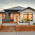 บ้านชั้นเดียวทรงหน้าแคบ ตกแต่งสวยงามด้วยวัสดุหลากหลาย ภายในโปร่งสบายน่าอยู่