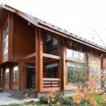 บ้านไม้แนวคันทรี่ สวยเรียบง่าย น่าอยู่ เหมาะสำหรับการพักผ่อน ที่แสนสบายใจ