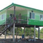 บ้านชั้นเดียวสีเขียวสดใส ยกพื้นสูงหนีน้ำท่วม สร้างด้วยงบไม่เกิน 550,000 บาท