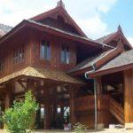 บ้านไม้ทรงไทยขนาดใหญ่ ยกพื้นสูง สไตล์รีสอร์ท ออกแบบใต้ถุนไว้นั่งเล่นรับลม