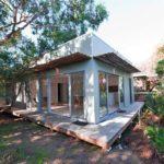 บ้านสวนท่ามกลางบรรยากาศร่มรื่น ขนาดเล็กกะทัดรัด ดีไซน์แบบโมเดิร์น โปร่งโล่ง รับลม รับธรรมชาติ