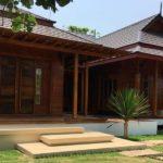 บ้านไม้สักชั้นเดียวสไตล์เรือนไทยดั้งเดิม สวยเนี้ยบ คลาสสิค พร้อมบ่อปลากลางบ้านแสนสดชื่น