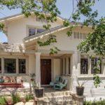 บ้านสไตล์คันทรี่สีขาว ตกแต่งเรียบง่ายสบายตา พร้อมสัมผัสความอบอุ่นแบบดั้งเดิม