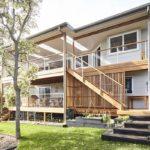 แบบบ้านสองชั้นหลังใหญ่ ตกแต่งสไตล์โมเดิร์นทรอปิคอล ผสานธรรมชาติเข้ากับตัวบ้าน