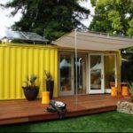 บ้านตู้คอนเทนเนอร์สีเหลือง จัดสรรพื้นที่ภายในลงตัว ไอเดียที่เหมาะกับบ้านสวน ร้านกาแฟ ใต้ร่มเงา