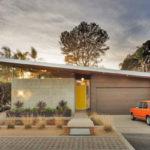 บ้านเดี่ยวดีไซน์เฉียบ สไตล์โมเดิร์น รูปทรงตัว U มาพร้อมลานกิจกรรมกลางบ้าน