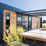แบบบ้านโมเดิร์นเคบิน รูปทรงกล่อง วัสดุจากไม้และเหล็ก ฟังก์ชันน้อยๆ แบบบ้านตากอากาศ