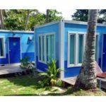 บังกะโลดีไซน์กล่อง โทนสีฟ้าน้ำเงิน รองรับการพักผ่อนอิงแอบธรรมชาติ บรรยากาศริมชายหาด