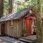 บ้านกระท่อมรัสติค บิวท์อินด้วยงานไม้ทั้งหลัง มาพร้อมชั้นลอย และเฉลียงพักผ่อนที่อิงแอบธรรมชาติ