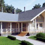 แบบบ้านไม้รูปทรงตัวแอล พร้อมเฉลียงพักผ่อนกว้างขวาง บรรยากาศบ้านสวนชนบทแสนสดชื่น