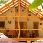 บ้านพักขนาดเล็กกลางธรรมชาติสีเขียว  พร้อมชานโปร่ง เหมาะแก่การพักผ่อน