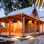 บ้านไม้สไตล์รัสติค เน้นการโชว์ผิวไม้แบบธรรมชาติ พร้อมการตกแต่งภายในสุดคลาสสิค