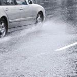 """ทำความรู้จัก """"ไฮโดรเพลน"""" หรืออาการรถเหินน้ำ อันตรายบนท้องถนนที่มักเกิดในช่วงฝนตก"""