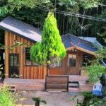 ปลูกบ้านไม้ทรงกระท่อมในพื้นที่ชนบท ตอบรับการใช้ชีวิตที่เรียบง่ายและอบอุ่น ตามแบบฉบับสโลว์ไลฟ์