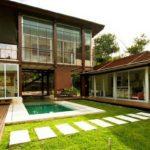 บ้านสองชั้นสไตล์วิลล่า ออกแบบโปร่งโล่งเชื่อมโยงธรรมชาติกับชีวิต ตอบรับทุกจังหวะแห่งการพักผ่อน