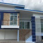 บ้านชั้นครึ่งสไตล์โมเดิร์น สีน้ำเงินสะดุดตา 3 ห้องนอน 2 ห้องน้ำ 150 ตารางเมตร ใช้งบสร้าง 1.55 ล้านบาท