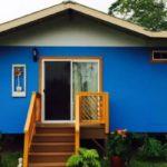 บ้านสไตล์คอจเทจยกพื้น โทนสีฟ้าสดใส เรียบง่าย กะทัดรัด มาพร้อมระเบียงพักใจสุดชิลล์