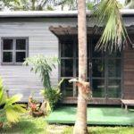 บ้านพักตากอากาศหลังน้อย สไตล์โมเดิร์น สร้างริมแม่น้ำ โอบล้อมด้วยสวนสีเขียว เพื่อการพักผ่อน