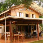 บ้านครึ่งไม้ครึ่งปูนสไตล์ชนบท พร้อมชายคารอบบ้าน ดีไซน์เพื่อการพักผ่อนที่ควบคู่ไปกับธรรมชาติ