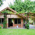 บ้านโฮมสเตย์ในสวน โอบล้อมไปด้วยธรรมชาติสีเขียว พร้อมศาลาพักผ่อนกลางแจ้ง