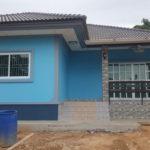 แบบบ้านชั้นเดียว สไตล์ร่วมสมัย โทนสีฟ้า ดูอบอุ่น 3 ห้องนอน 3 ห้องน้ำ ใช้งบสร้างเพียง 1.5 ล้านบาท